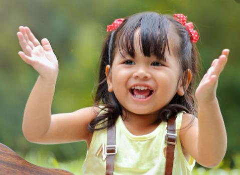 Penyebab Bayi Suka Memukul Kepalanya Sendiri